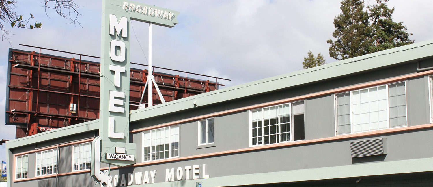 STAY AT OUR OAKLAND HOTEL LOCATED ON BROADWAY STREET