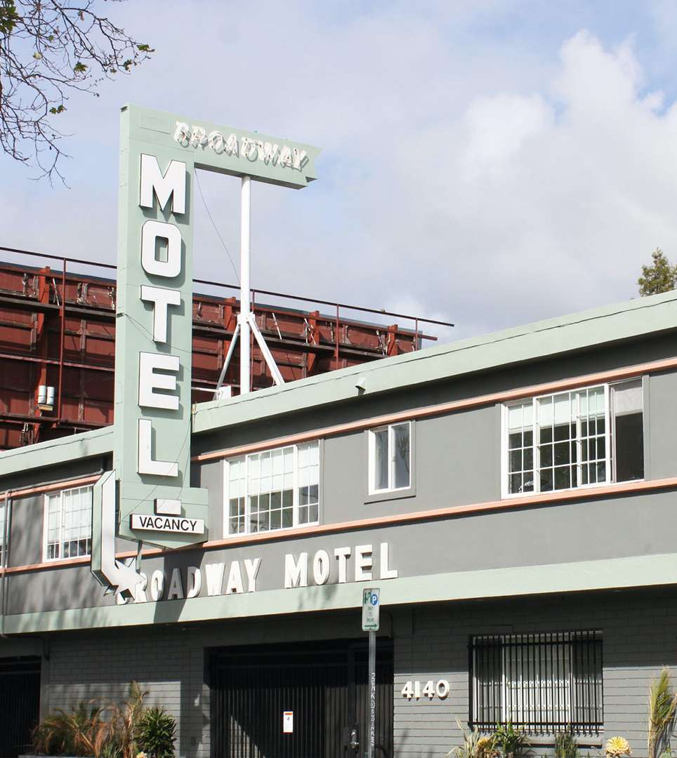 ENJOY A HOST OF MODERN AMENITIES AND SERVICES AS A GUEST OF OUR OAKLAND MOTEL